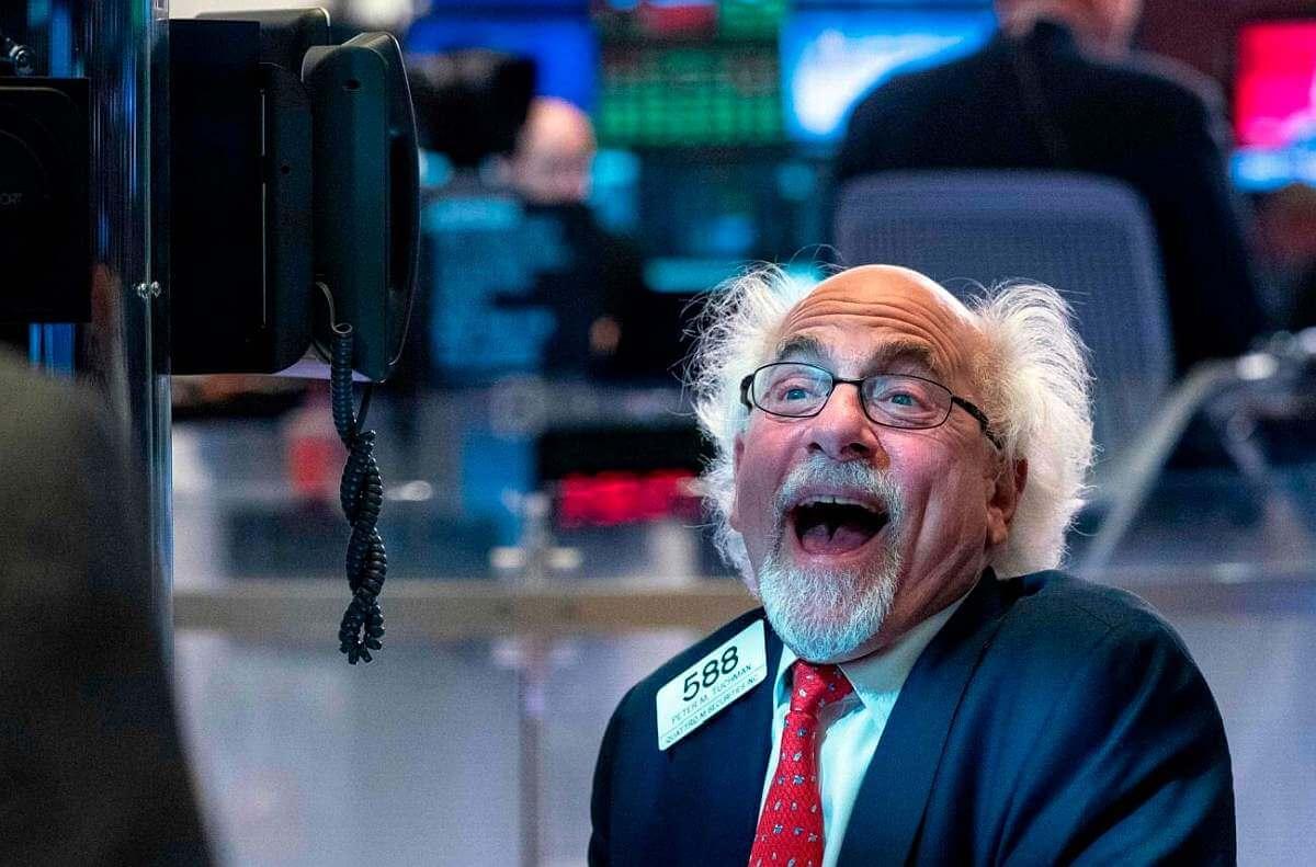 Stock-trader-Wall-Street-NTB